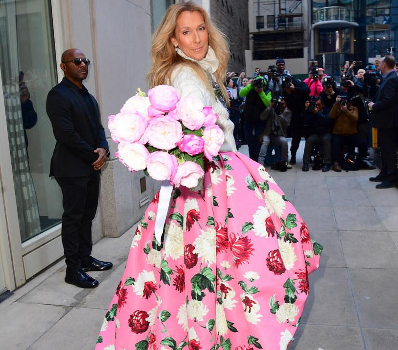 Celine Dion w spektakularnej kreacji Oscara de la Renty /DIGGZY / SplashNews.com/East News /East News