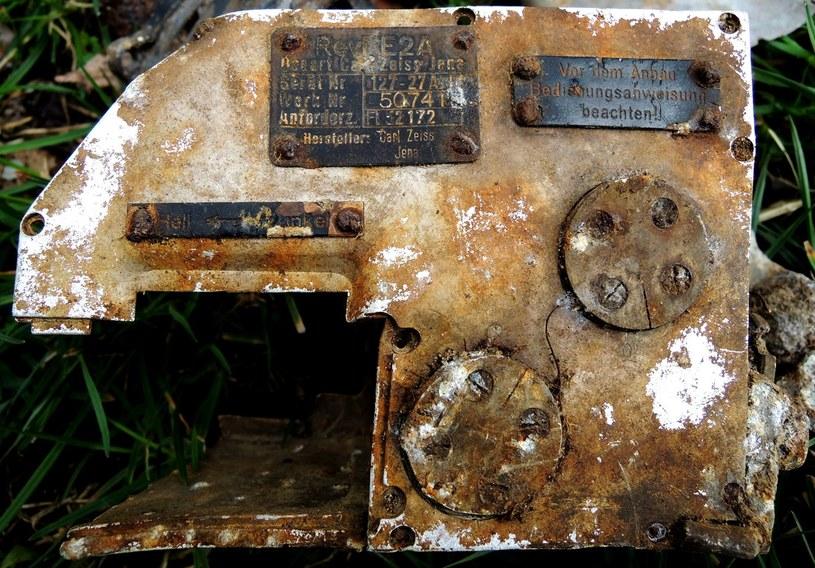 Celownik Revi E2A 4 oraz jego niemiecka specyfikacja. Używany był w montowanych wieżyczkach dużych samolotów MG 151/20 /Odkrywca