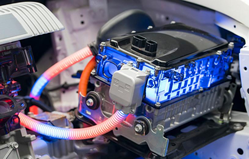 Cena hurtowa pakietu bateryjnego do samochodu elektrycznego to już tylko nieco ponad 100$/kWh. /123RF/PICSEL