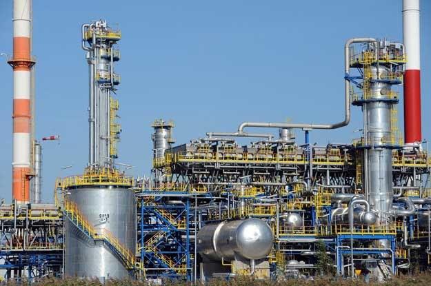 Cena wyprodukowania przez rafinerię litra paliwa jest jeszcze niższa. Fot. Wojciech Strozyk /Reporter