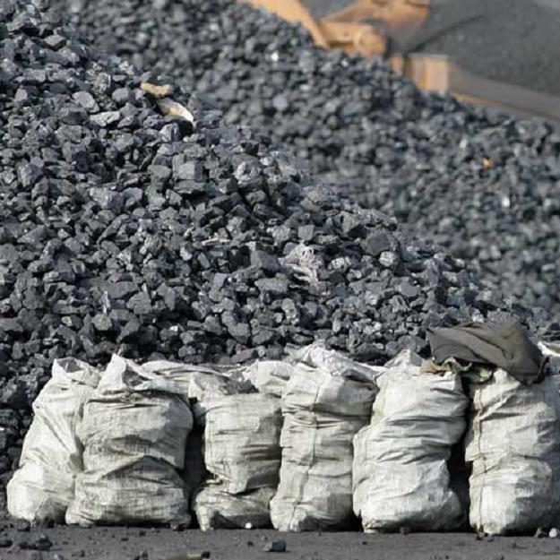 Cena zbytu węgla w I półroczu spadła o 14,0 proc. rdr /AFP