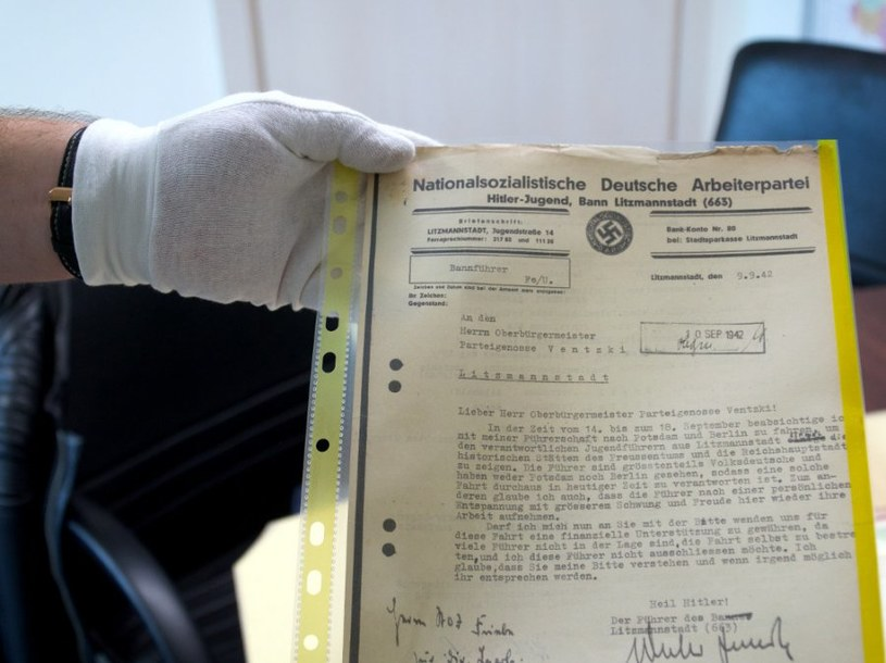 Cenne materiały próbowano sprzedać na jednym z portali internetowych za 59 tys. zł /Policja