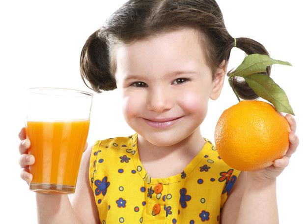 Cenne witaminy sprytnie przemyć w formie świeżego i smacznego soku. /123RF/PICSEL