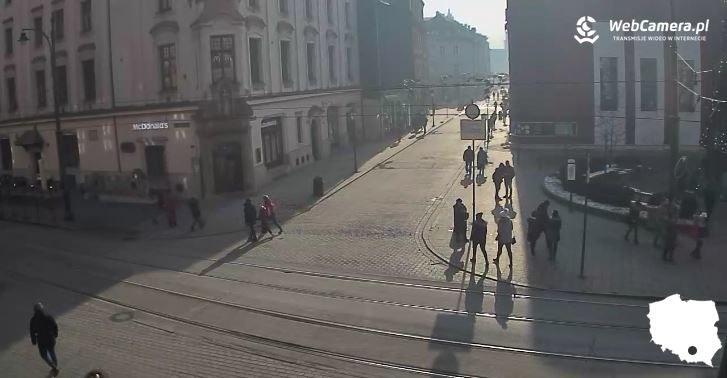 Centrum Krakowa - smog spowija ulice /źródło: krakow1.webcamera.pl/ /