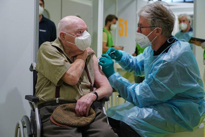 Centrum szczepień w Berlinie /PAP/EPA