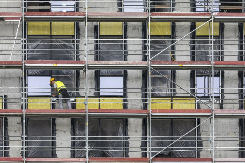 Ceny mieszkań galopują, ale wciąż można znaleźć wyjątkowo atrakcyjne oferty (zdj. ilustracyjne) / Arkadiusz Ziolek /East News