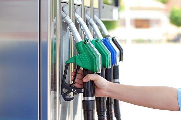 Ceny na stacjach paliw wzrosną /©123RF/PICSEL