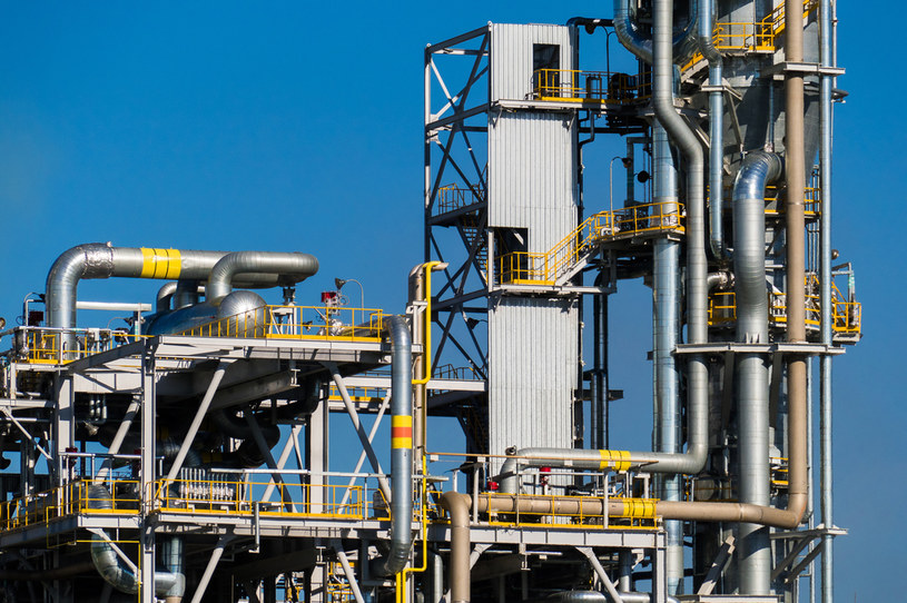Ceny nawozów dramatycznie wzrosły z powodu drożyzny na rynku gazu. Nz. zakłady azotowe /123RF/PICSEL