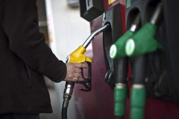 Ceny paliw cały czas idą w górę /AFP