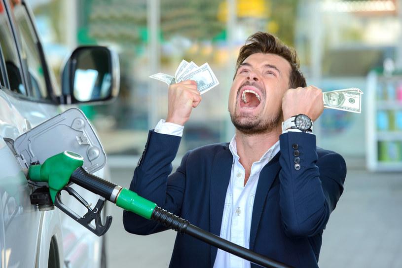 Ceny paliw pod presją walut /123RF/PICSEL