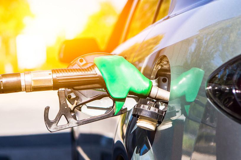 Ceny paliw w hurcie wciąż rosną /123RF/PICSEL