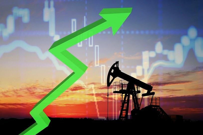 Ceny ropy w USA pokonały psychologiczną barierę 80 dol. za baryłkę, poziom notowany ostatnio w XI 2014 r /123RF/PICSEL