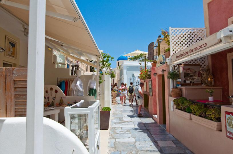 Ceny tygodniowych wyjazdów na Santorini w ofercie last minute można znaleźć już od 1757 zł za osobę. /123RF/PICSEL