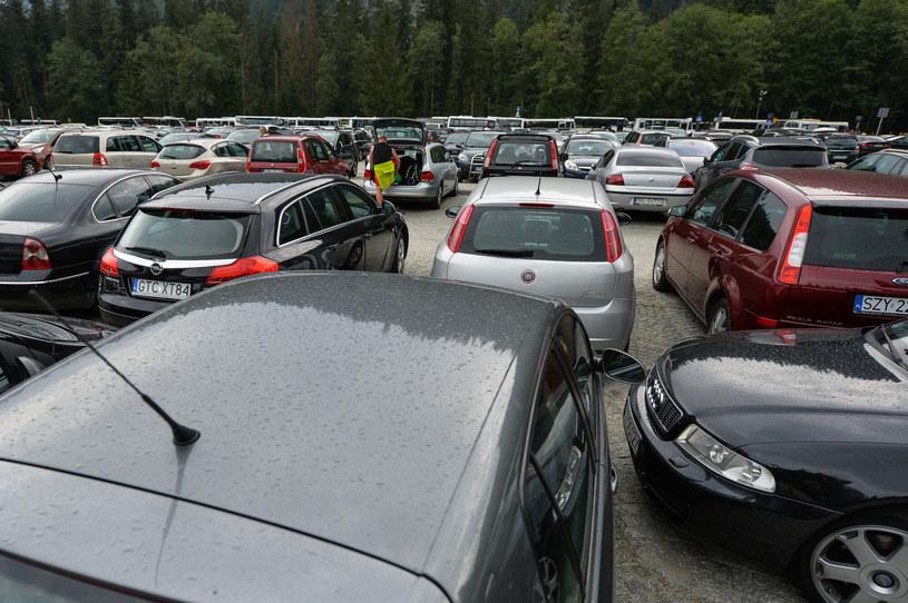 Ceny usług parkingowych w niektórych miastach biją po kieszeni /Gerard /Reporter
