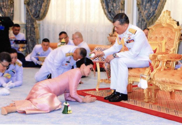 Ceremonia zaślubin na dworze królewskim Tajlandii /ROYAL HOUSEHOLD BUREAU /PAP/EPA