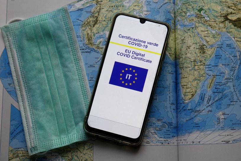 Certyfikat covidowy /Donatella Giagnori/EIDON/ /East News