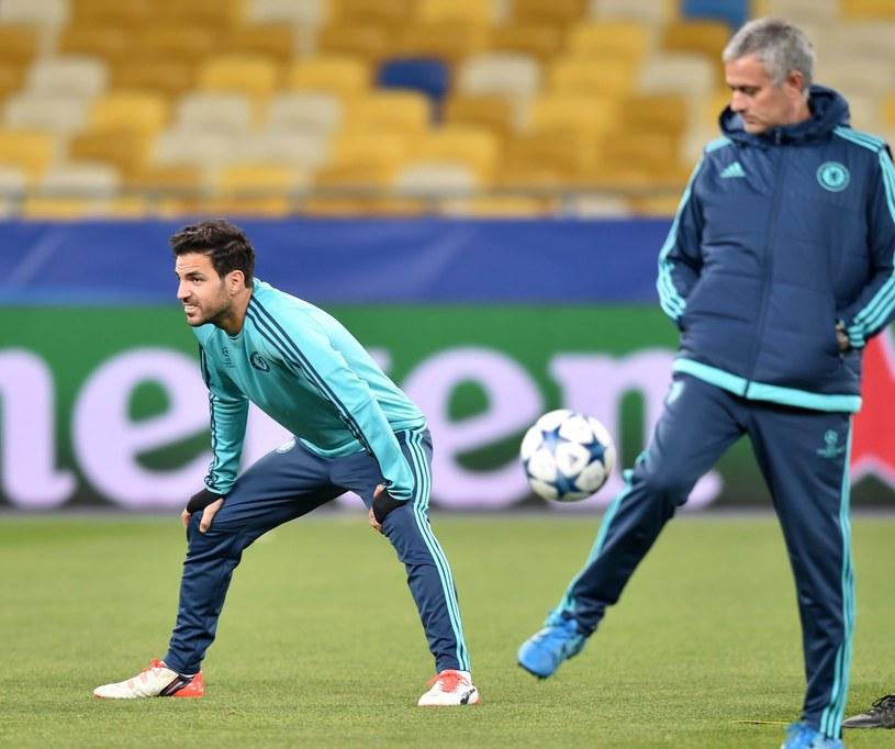 Cesc Fabregas (z lewej) i Jose Mourino /AFP