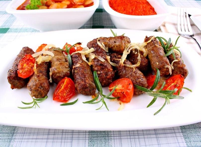 Ćevapčići - prawdziwy smak Bałkanów /123RF/PICSEL