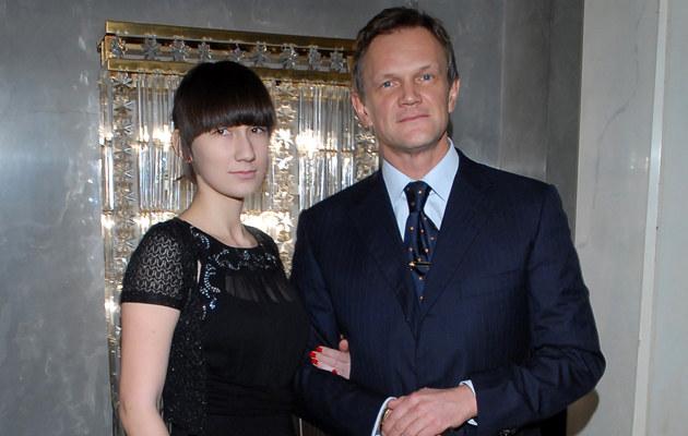 Cezary Pazura z córką, jedynie dwa lata młodszą od kochanki swojego ojca. /fot.Andrzej Szilagyi  /MWMedia