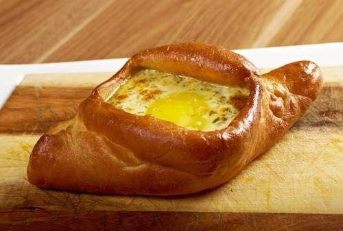 Chaczapuri z jajkiem /East News