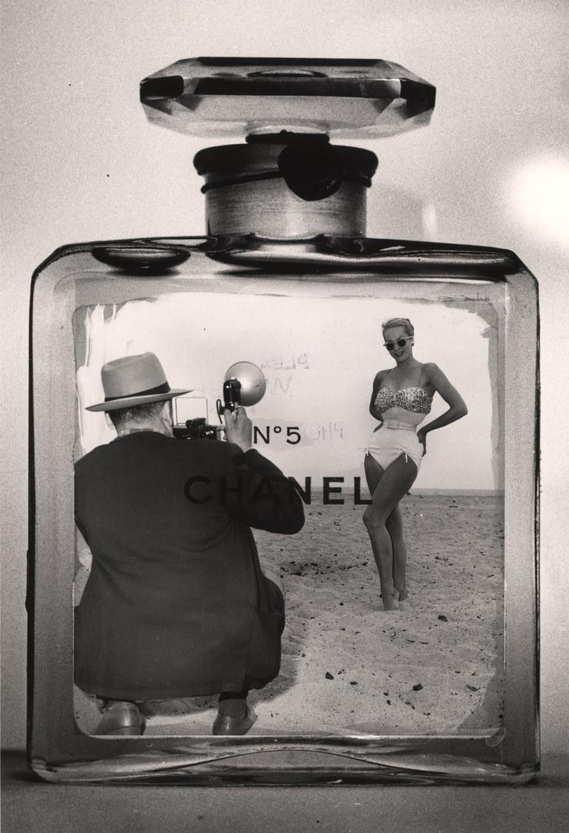 Chanel wybrała minimalistyczną koncepcję geometrycznego prostopadłościanu jako flakon perfum /Getty Images