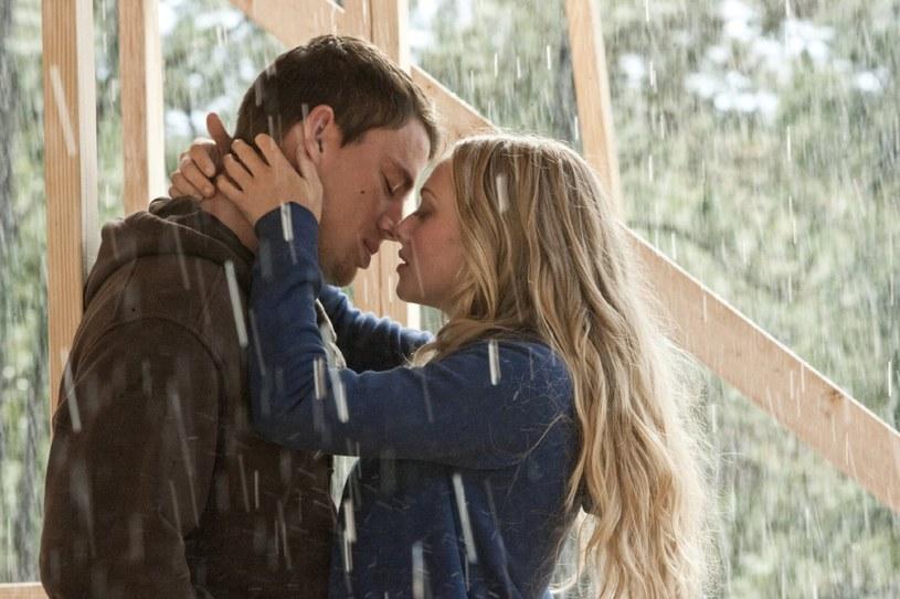 """Channing Tatum i Amanda Seyfried w filmie """"Wciąż ją kocham"""" /materiały prasowe"""