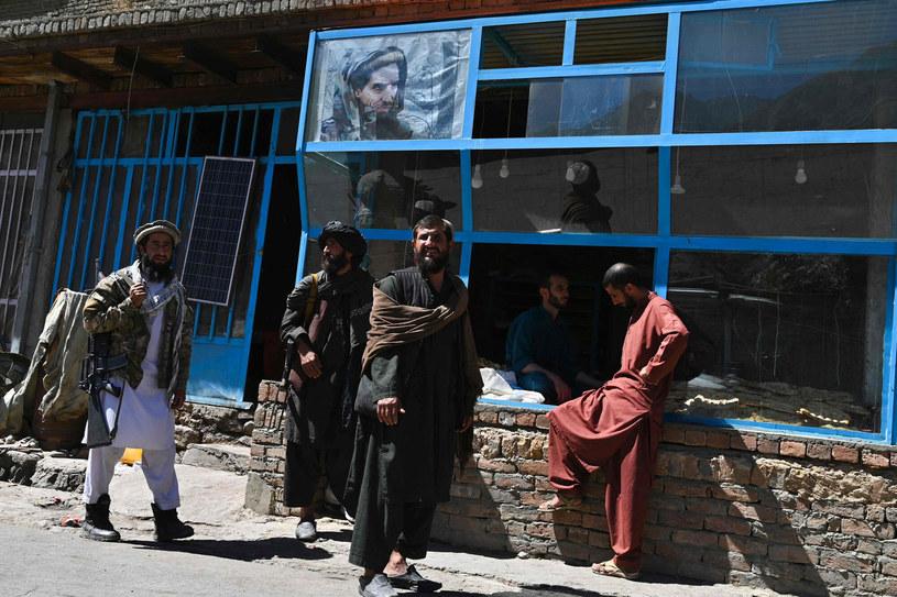 Chaos i doniesienia o okrucieństwach talibów w Dolinie Pandższiru /Wakil KOHSAR /AFP
