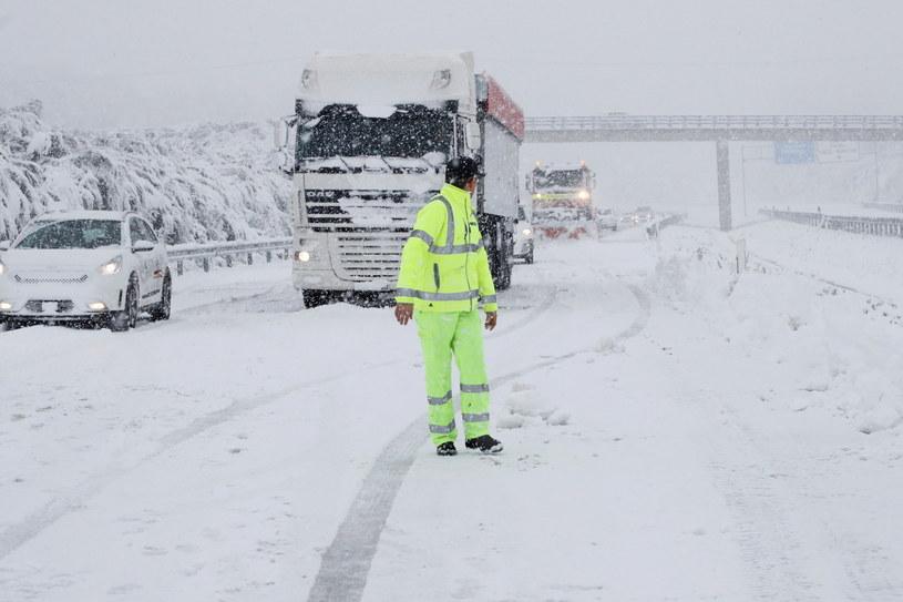 Chaos komunikacyjny w wyniku intensywnych opadów śniegu w Portugalii i Hiszpanii /Eliseo Trigo /PAP/EPA