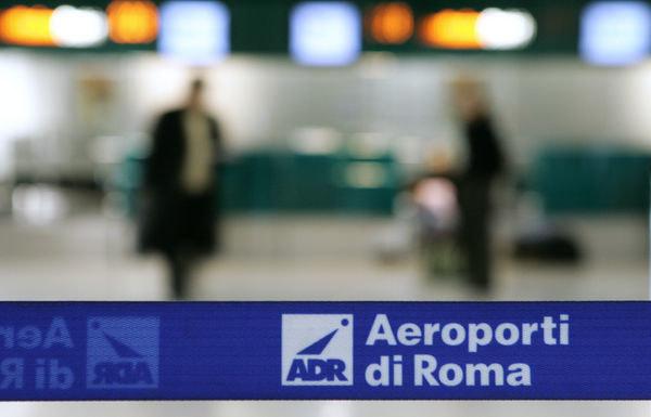 Chaos na słynnym lotnisku, fot. ilustracyjna /AFP