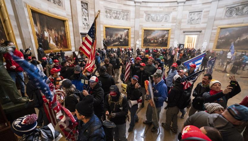 Chaos w Waszyngtonie: Demonstranci wtargnęli do Kongresu