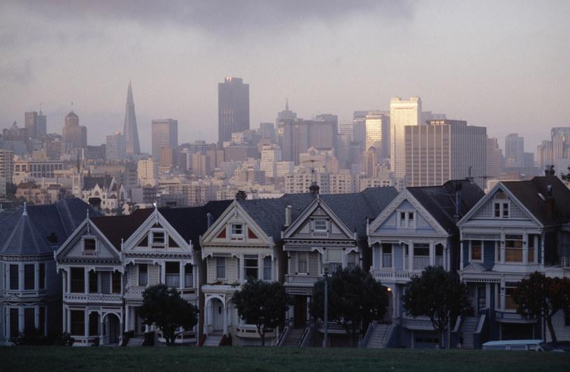 """Charakterystyczne dla zabudowy miasta domki ze Steiner Street pojawiły się między innymi  w czołówce serialu """"Pełna chata"""" /Getty Images"""