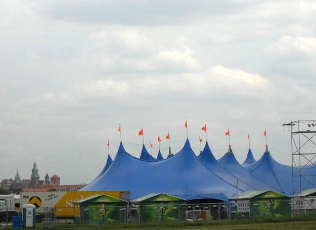 Charakterystyczne niebieskie namioty Selectora znikają z krajobrazu Krakowa - fot. M. Lasyk /Reporter