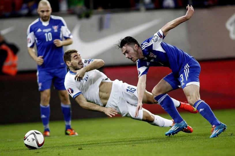 Charis Mavrias (w środku) w meczu Grecji z Wyspami Owczymi /AFP