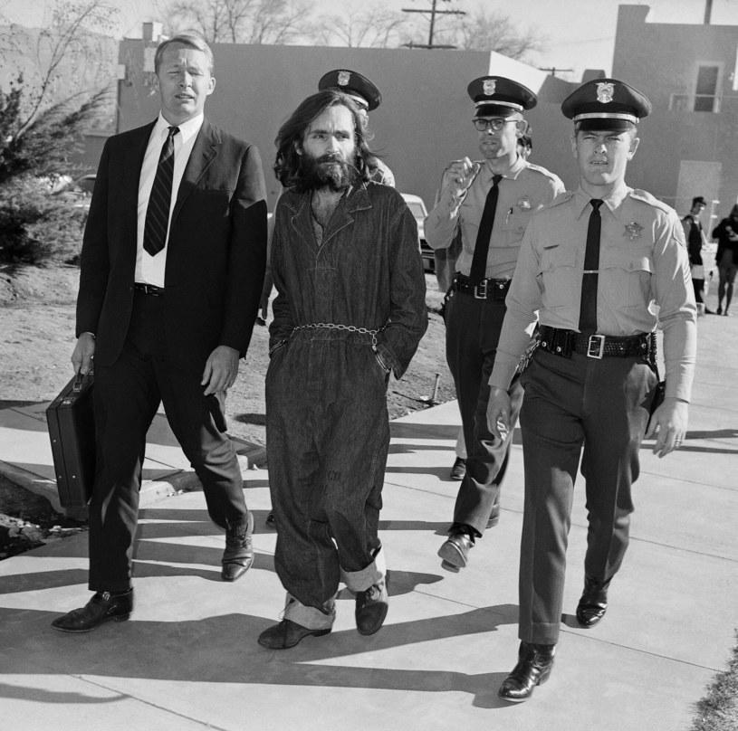Charles Manson był drobnej budowy mężczyzną, nie wyróżniał się z tłumu /East News