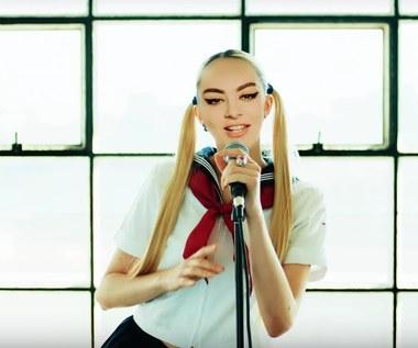 """Charli XCX gościnnie u Yasutaki Nakaty (klip """"Crazy Crazy"""")"""