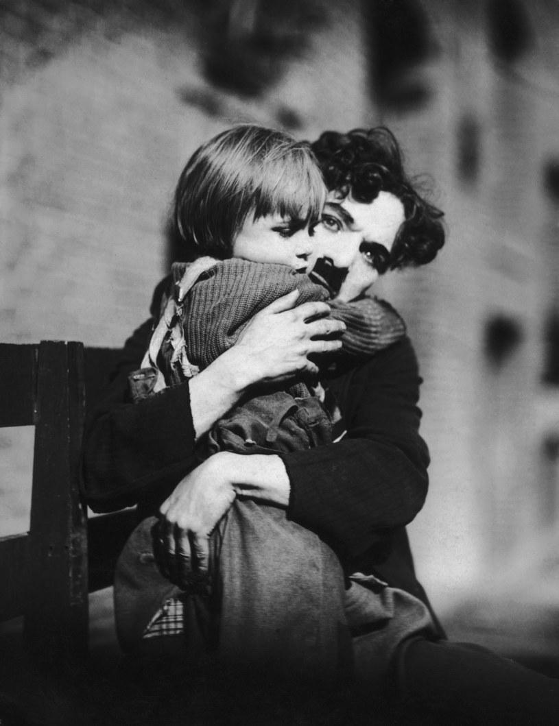 "Charlie Chaplin i Jackie Coogan w filmie ""Brzdąc"" (1921) /Hulton Archive /Getty Images"