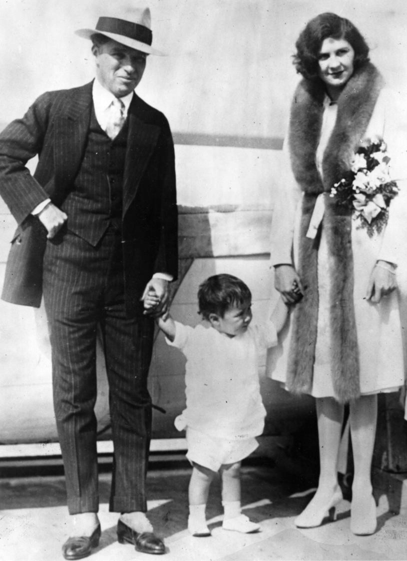Charlie Chaplin z Litą Grey i synkiem /Topical Press Agency/Hulton Archive/ /Getty Images