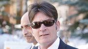 Charlie Sheen kupi byłym żonom dom