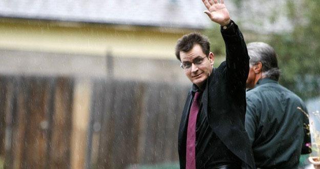 Charlie Sheen pozostaje pod opieką lekarzy /AFP