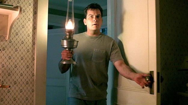 """Charlie Sheen to weteran """"Strasznych filmów"""" /materiały prasowe"""