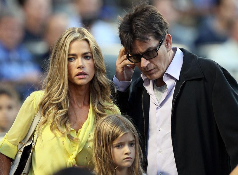 Charlie Sheen z żoną i córką /Elsa / Staff /Getty Images