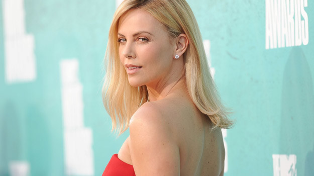 Charlize Theron będzie musiała trochę poczekać, aż odrosną jej piękne blondwłosy /fot. Jason Merritt /Getty Images/Flash Press Media