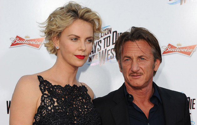Charlize Theron i Sean Penn zaręczyli się! /Angela Weiss /Getty Images