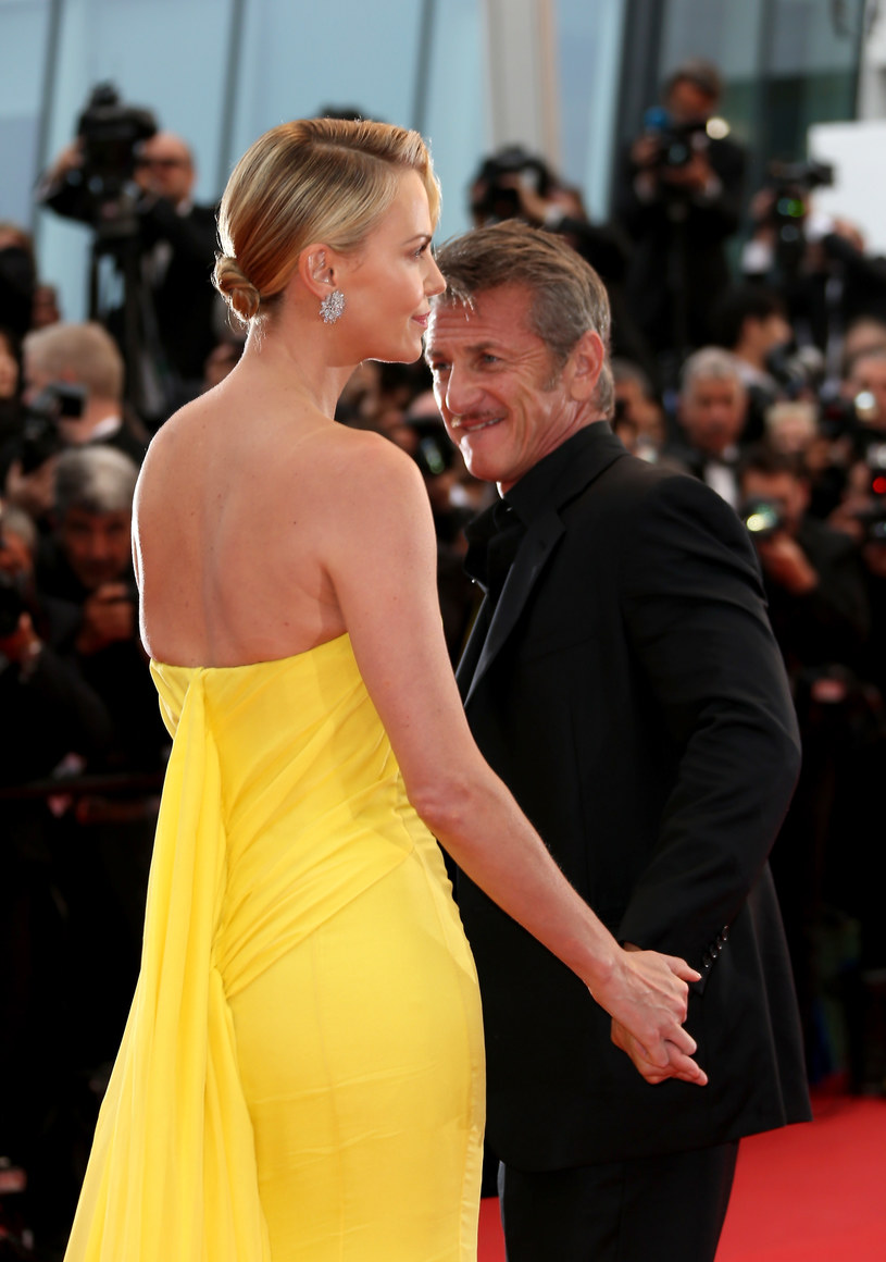 Charlize Theron i Sean Penn /Danny Martindale /Getty Images