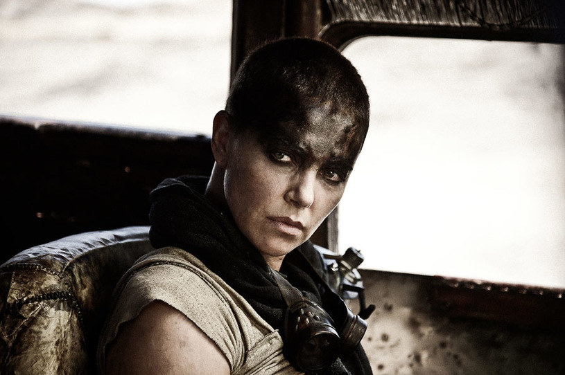 """Charlize Theron w filmie """"Mad Max: Na drodze gniewu"""" /Warner Bros Entertainment Polska Sp. z o.o. /materiały dystrybutora"""
