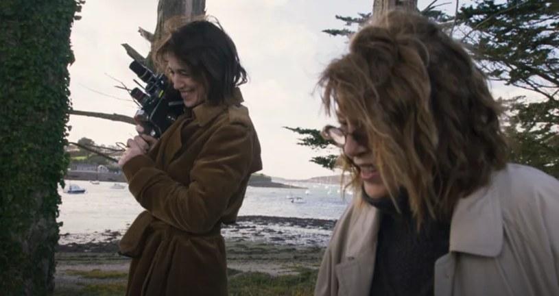 """Charlotte Gainsbourg i Jane Birkin w filmie """"Jane by Charlotte"""" /© Nolita Cinema / Deadly Valentine /materiały prasowe"""