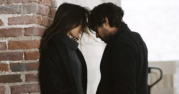 """Charlotte Gainsbourg i Romain Duris w filmie """"Zagubieni w miłości"""" /materiały dystrybutora"""