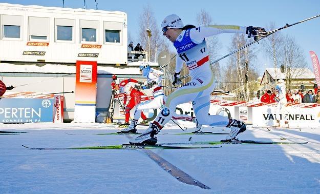 Charlotte Kalla (z prawej) i tym razem pokona Marit Bjorgen (z lewej)? /AFP