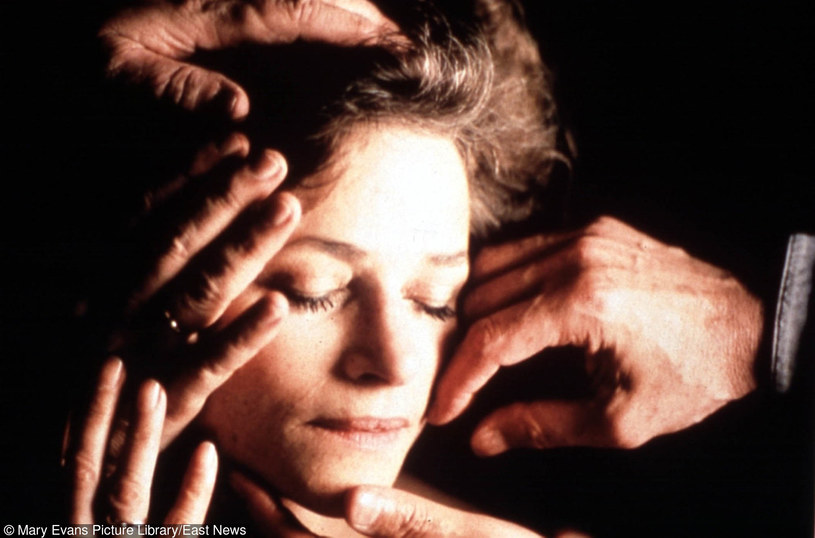 """Charlotte Rampling w filmie """"Pod piaskiem"""" /Mary Evans Picture Library /East News"""