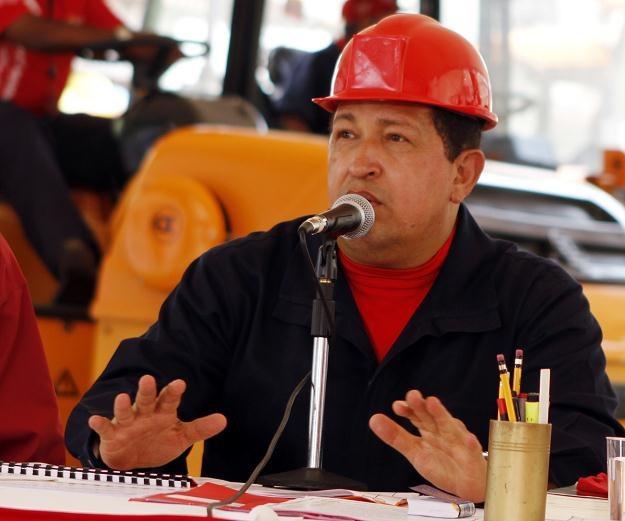 Chavez utrzymywał zażyłe stosunki z libijskim dyktatorem Muammarem Kadafim /AFP